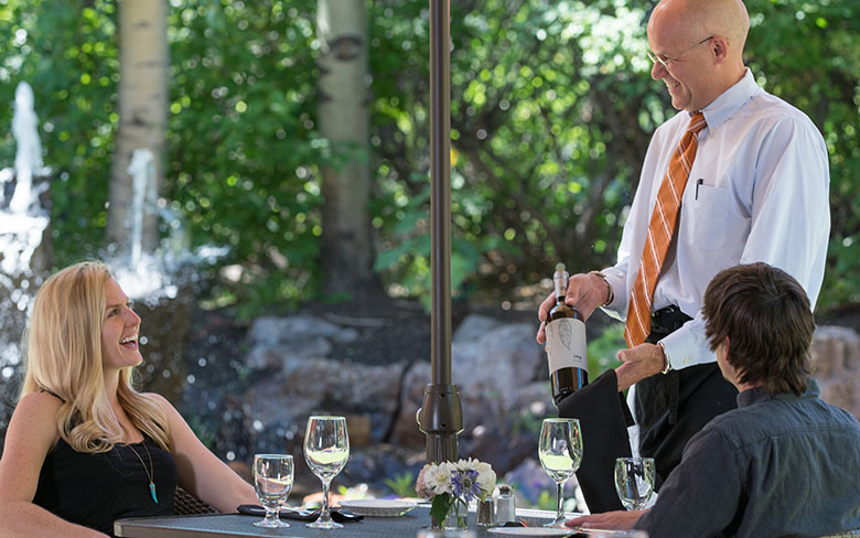 gallery-couple-dining