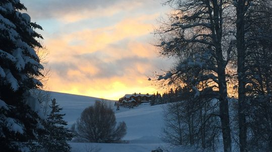 knob-hill-inn-sun-valley-sunrise